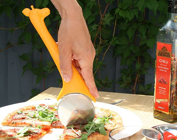 giraffe pizza slicer